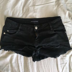 Black Brandy Melville shorts!🖤